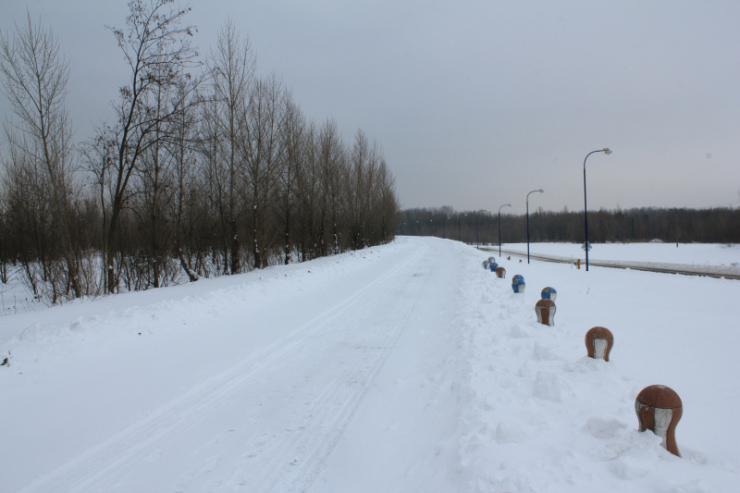 Hradza - wał i ścieżka wzdłuż Dunaju