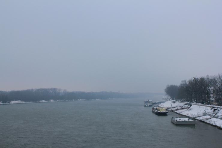 Ośnieżone barki na Dunaju