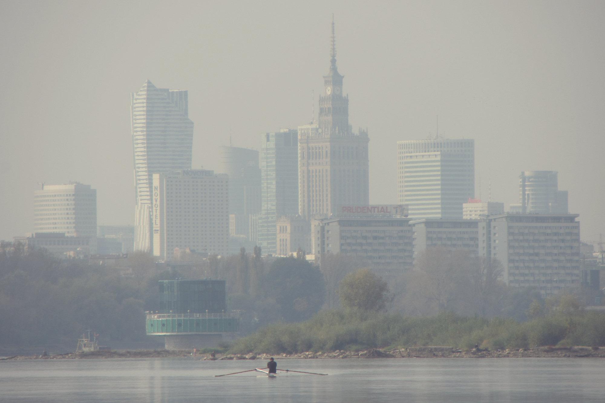 Rondo Daszyńskiego vs Plac Zawiszy, czyli Polska w budowie vs Polska w ruinie